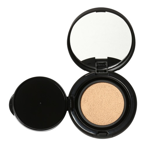 Closeup   fitting cushion foundation 1